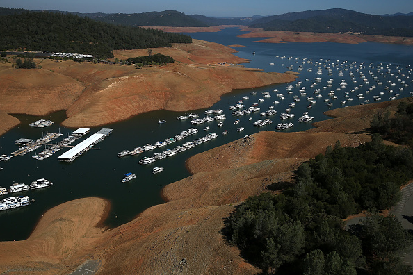 Sequential Series「Statewide Drought Takes Toll On California's Lake Oroville Water Level」:写真・画像(9)[壁紙.com]