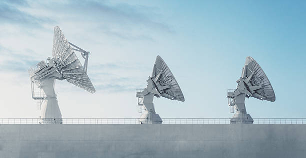 Trio of Satellite Dishes:スマホ壁紙(壁紙.com)