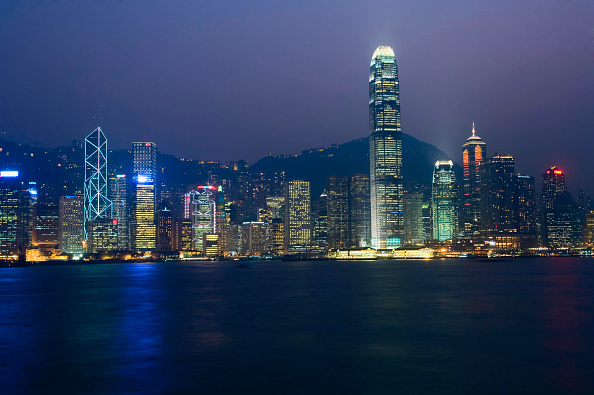 都市景観「Hong Kong city skyline at night, Hong Kong, China」:写真・画像(1)[壁紙.com]