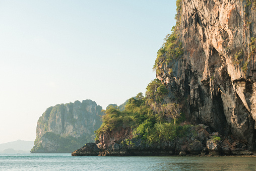 Ao Phra Nang Beach「Rugged Coastal Landscape Ao Phra Nang Beach Thailand」:スマホ壁紙(1)
