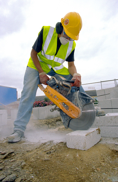 Brick Wall「Young builder cutting concrete bricks with a petrol cutter」:写真・画像(0)[壁紙.com]