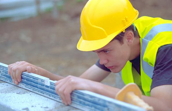 Level - Measurement Tool「Young builder checking level」:写真・画像(17)[壁紙.com]