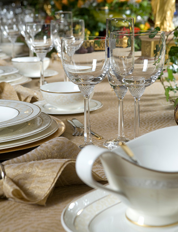 Party - Social Event「Foreground focus on elegant dinner place settings」:スマホ壁紙(9)