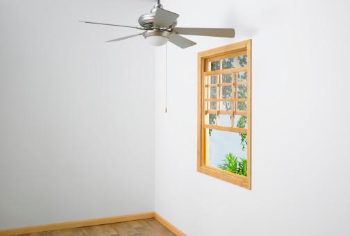 Ceiling Fan「Ceiling fan and window in empty house」:スマホ壁紙(17)