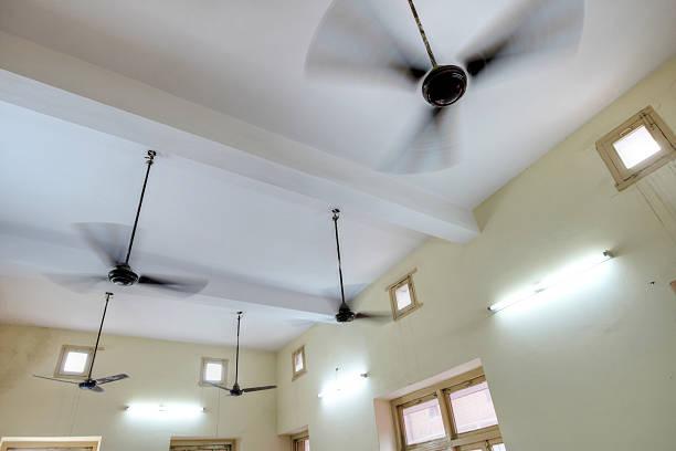 Ceiling fans rotating inside room:スマホ壁紙(壁紙.com)