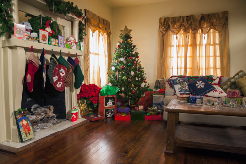 プレゼント「USA, Texas, Dallas, Living room decorated for Christmas」:スマホ壁紙(3)