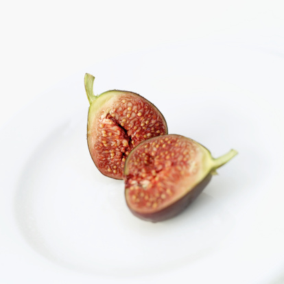 Fig「close-up of a sliced fig on a plate」:スマホ壁紙(18)
