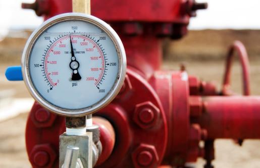 Pressure Gauge「Close-up of the meter of a red wellhead pressure gauge」:スマホ壁紙(4)