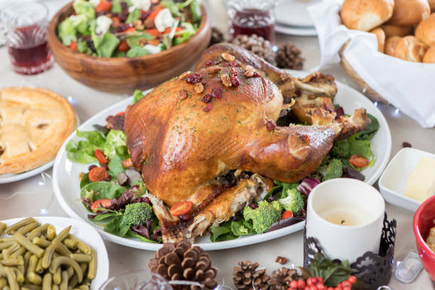 Closeup of table full of Christmas dinner cuisine:スマホ壁紙(壁紙.com)