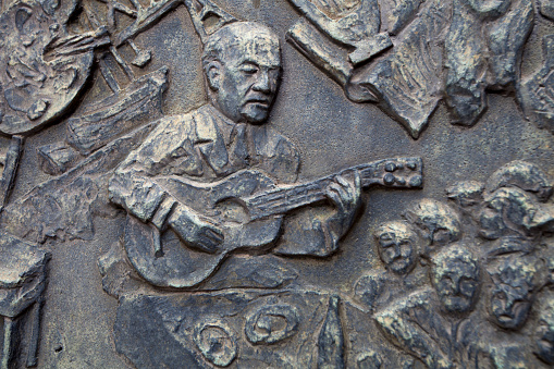 Guitarist「Closeup of very old weathered bronze plaque of man playing guitar on crypt.」:スマホ壁紙(4)