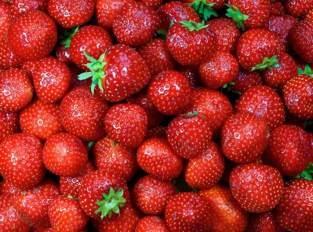 Close-up of fresh strawberries:スマホ壁紙(壁紙.com)