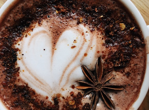 Star Anise「Close-up of a cappuccino coffee with star anise decoration」:スマホ壁紙(11)