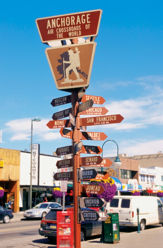 Anchorage - Alaska「Close-up of a directional sign post on the road, Anchorage, Alaska, USA」:スマホ壁紙(12)