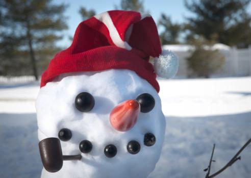 雪だるま「クローズアップのスノーマン、Red Hat パイプ&ニンジンの鼻」:スマホ壁紙(19)