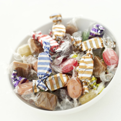 キャンディ「close-up of a bowl of assorted candy」:スマホ壁紙(7)