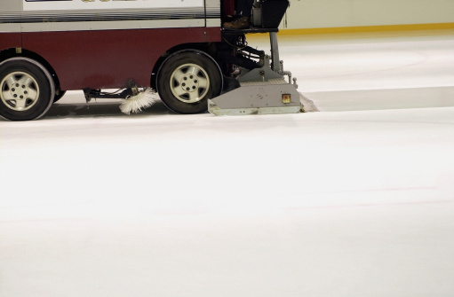 Ice Resurfacing Machine「Close-up of a vehicle cleaning an ice rink」:スマホ壁紙(1)