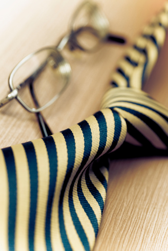 Lace - Fastener「Close-up of eyeglasses with a tie」:スマホ壁紙(10)