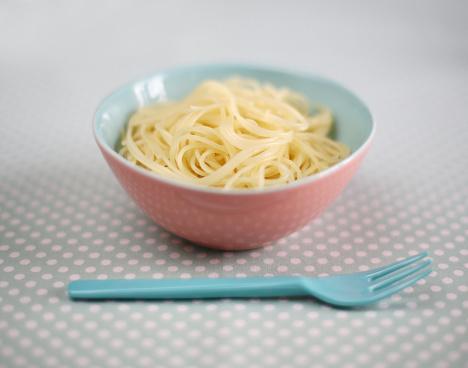 水玉「Close-up of a ramekin of pasta」:スマホ壁紙(17)