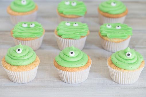 Dessert「Close-up of monster cupcakes」:スマホ壁紙(13)
