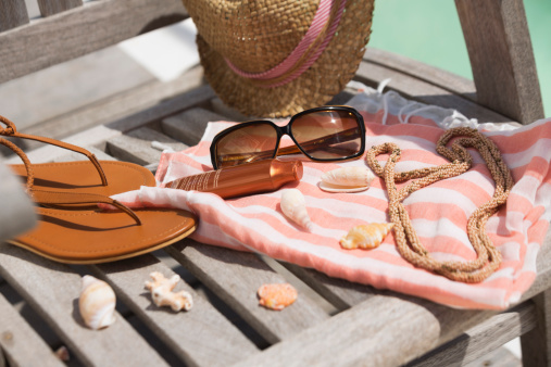Flip-Flop「Close-up of suntan lotion and sunglasses on beach chair with sun hat and flip-flops」:スマホ壁紙(16)