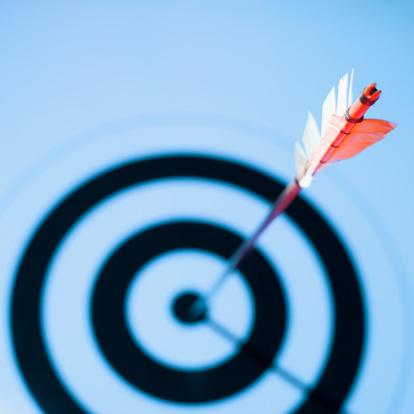 Leisure Activity「Close-up of arrow in bulls eye of target」:スマホ壁紙(12)