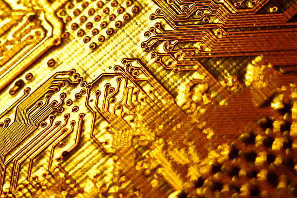 Close-up of gold circuitry:スマホ壁紙(壁紙.com)
