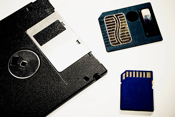 Close-up of a floppy disk with two memory cards:スマホ壁紙(壁紙.com)