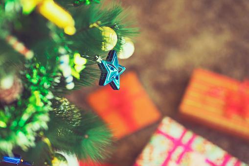 伝統的な祭り「飾られたクリスマス ツリーのクローズ アップ」:スマホ壁紙(2)