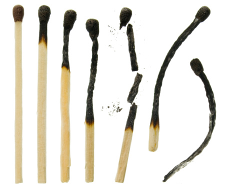 Burnt「A close-up of six variously used matches」:スマホ壁紙(16)
