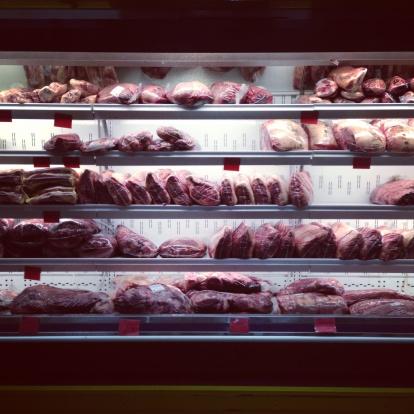 Supermarket「Close-up of meat in a supermarket fridge」:スマホ壁紙(12)