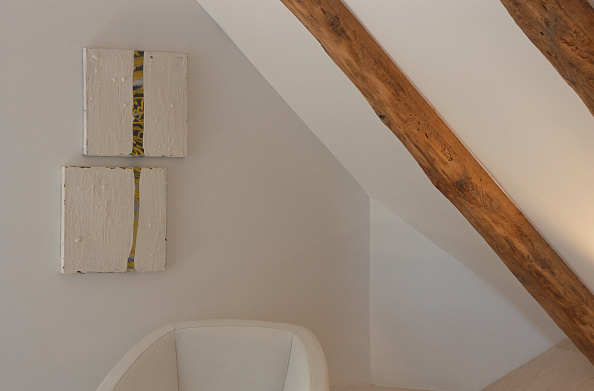 Ceiling「Close-up of wooden beams on the ceiling」:写真・画像(11)[壁紙.com]