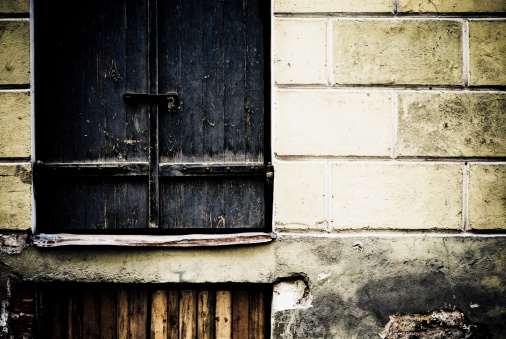 Hair Stubble「Close-up of a closed window on a weathered wall」:スマホ壁紙(19)