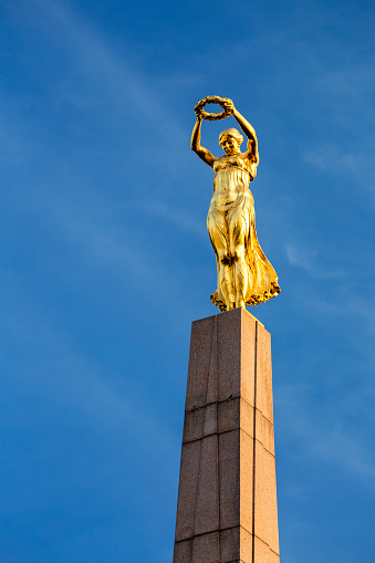 World War II「Close-up of gold statue on top of the Monument of Remembrance against blue sky」:スマホ壁紙(16)