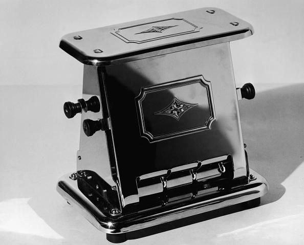Kitchen「Close-Up Of Toaster」:写真・画像(0)[壁紙.com]
