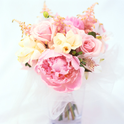 Bouquet「close-up of a bouquet of pink and yellow roses」:スマホ壁紙(0)