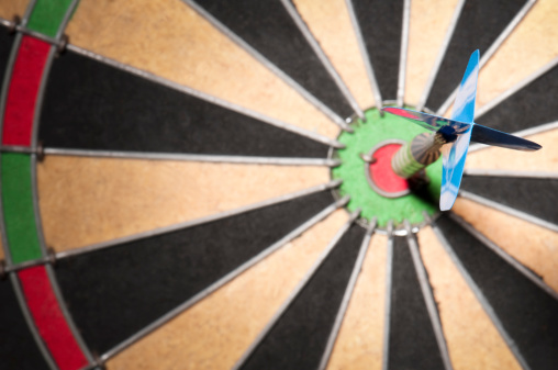 Sports Target「Close-up of dart hitting the bullseye」:スマホ壁紙(11)