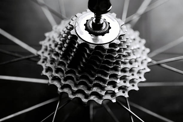 Close-up of bicycle gears:スマホ壁紙(壁紙.com)
