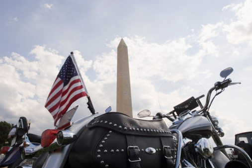 Motorcycle「Close-up of an American flag on rear of a motorcycle, Washington Monument, Washington DC, USA」:スマホ壁紙(19)
