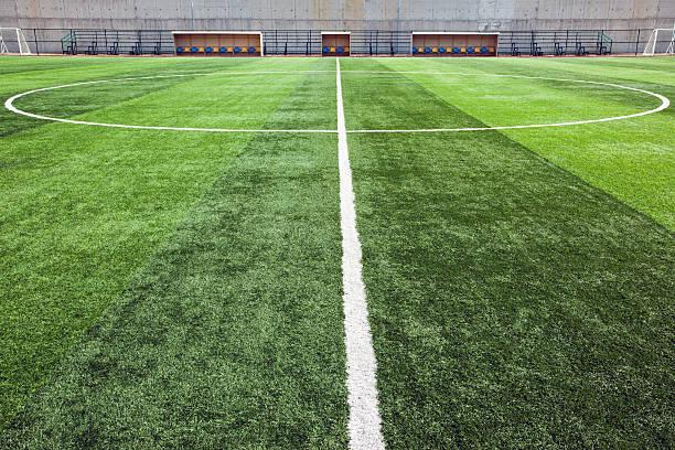 Close-up of the center line of soccer field:スマホ壁紙(壁紙.com)