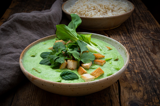 Jasmine Rice「Close-up of green curry and jasmine rice in bowls on table」:スマホ壁紙(1)
