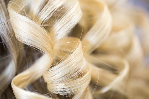 Girly「Close-up of blond hair curled in ringlets」:スマホ壁紙(6)