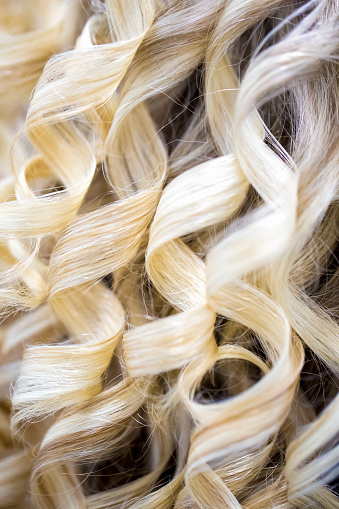 Girly「Close-up of blond hair curled in ringlets」:スマホ壁紙(7)