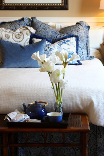 Breakfast「Closeup of bed and bedroom decor in blue and white」:スマホ壁紙(6)
