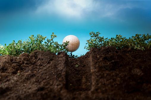 ゴルフ「Close-up of a golf ball on a golf tee」:スマホ壁紙(3)