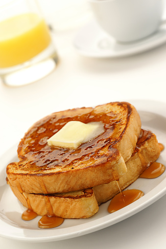 French Toast「A close-up of French toast on a white plate」:スマホ壁紙(6)