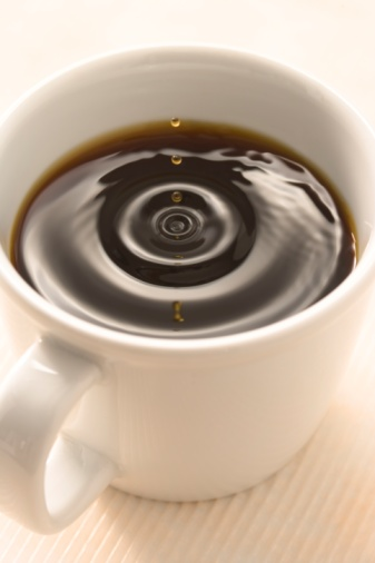 Drop「Close-up of a cup of coffee with a drop of liquid landing on the surface」:スマホ壁紙(17)