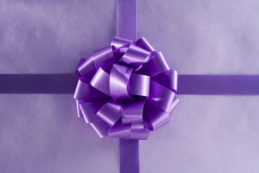Receiving「Closeup of a wrapped gift」:スマホ壁紙(0)