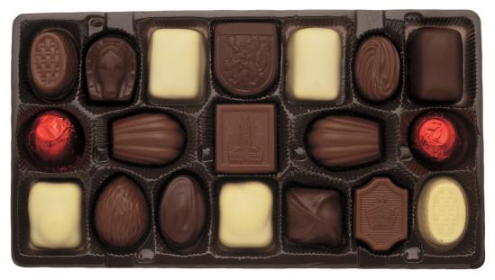 チョコレート「close-up of a box of assorted chocolates」:スマホ壁紙(11)