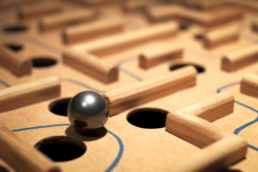 Metallic「Closeup of Shiny Metal Ball Navigating A Labyrinth Maze」:スマホ壁紙(3)