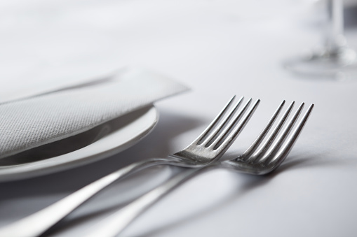 Place Setting「A close-up of elegant table setting with two forks」:スマホ壁紙(13)